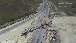 Трасса Таврида 7 этап. Монтаж балок путепровода в районе Якоря. Август 2019