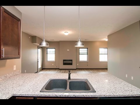 Large 3-bedroom town home for rent in North Lincoln with 2-car garage | North Pointe Villas