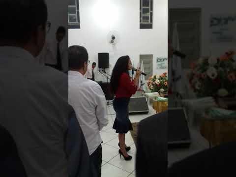 Cantora Gisele Rebouças no congresso de jovens na sede da ADA ITUAÇU