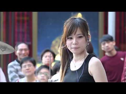 Amazing Taiwanese(?) female drummer.
