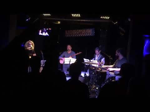Mikail Aslan ft. Eleonore Fourniau - Way Way Ninna (Live) 15.10.17 KadıköySahne