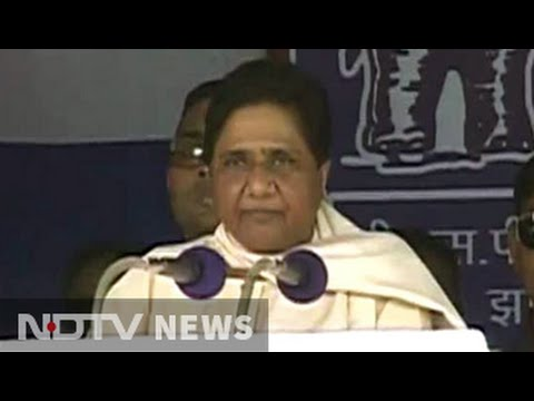 In first rally in Agra Mayawati plays up to dalits