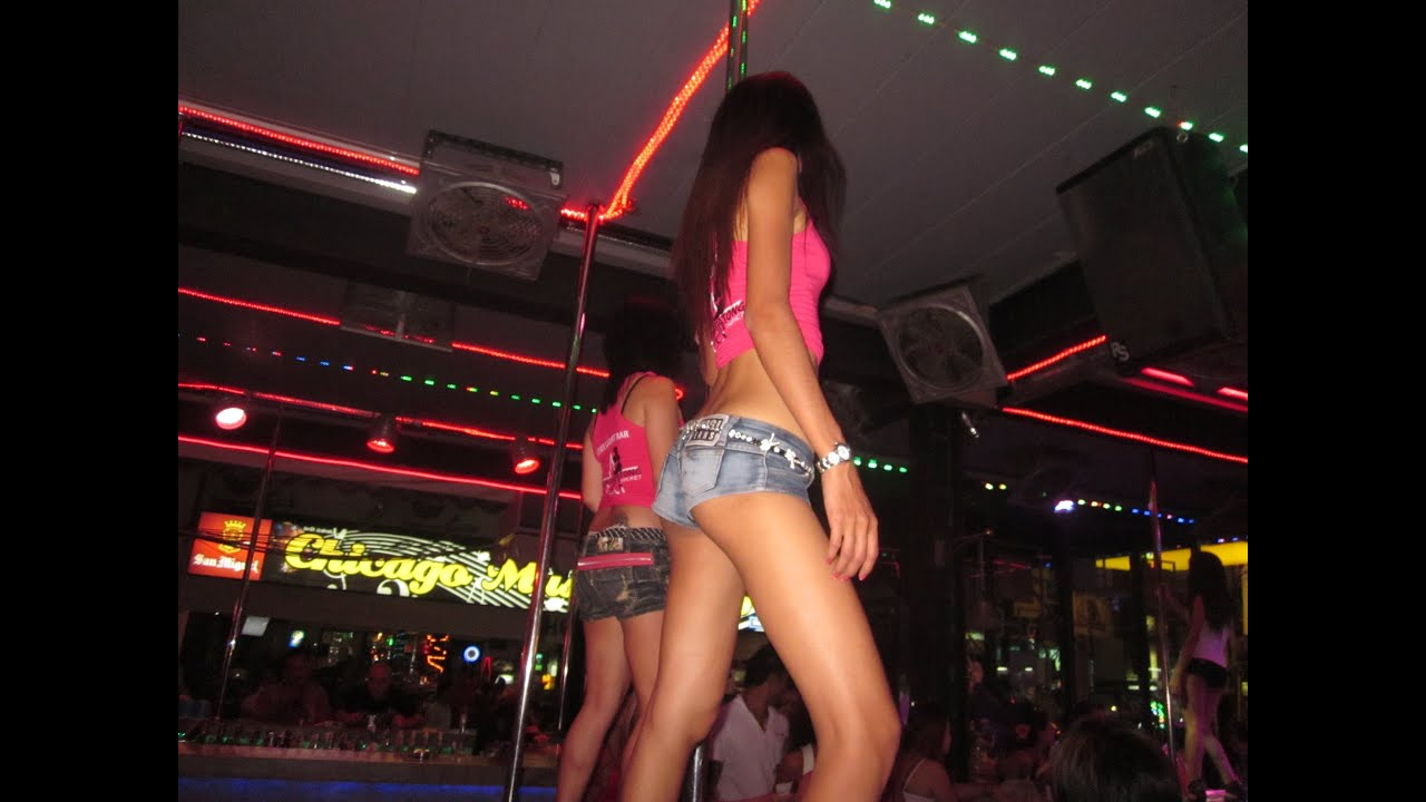 lesbi-bar-phuket-striptiz-pozhiloy-zhenshini