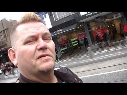 STEVE TV... Sunday morning in Acland Street