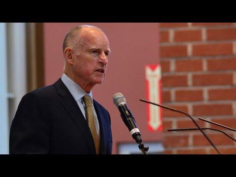 Gobernador de California defiende a inmigrantes contra la demanda de la administración de Trump