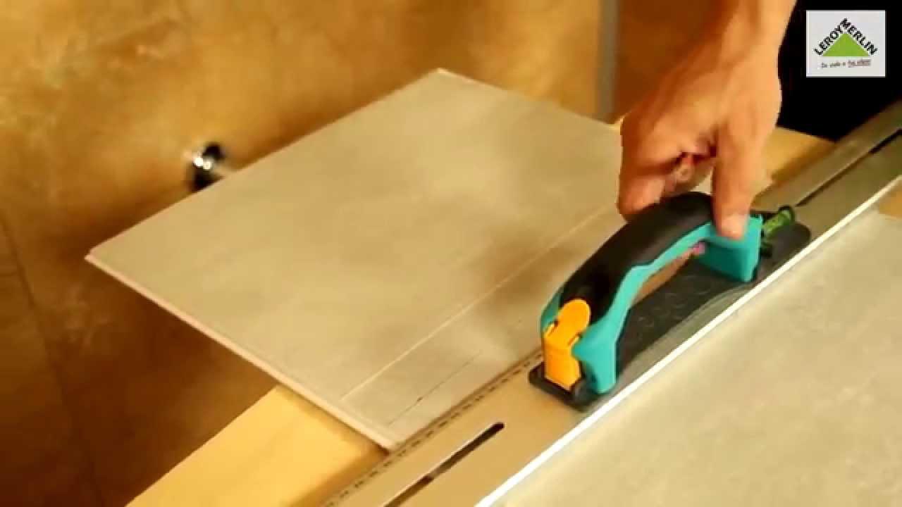 Como colocar revestimiento de pared de pvc ba o youtube for Revestimiento pared bano pvc