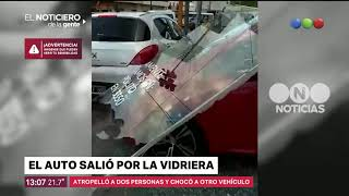 El auto salió por la vidriera -El noticiero de la gente