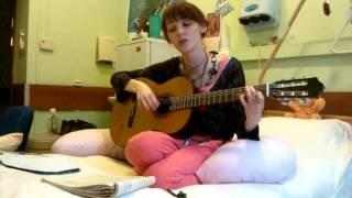 Катюша играет на гитаре