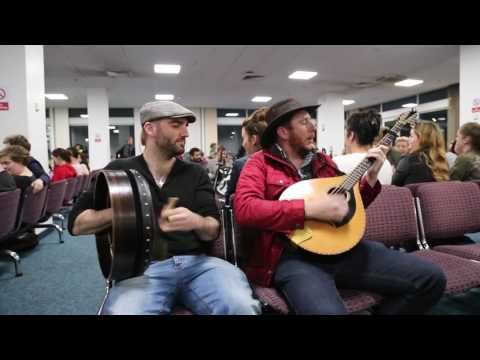 Irish flight delayed so trad session started between DaoiríF