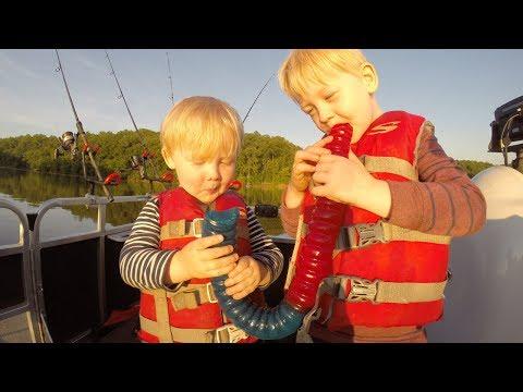 GIANT Gummy Worm Fishing Challenge!!! Fish Bait Challenge - Crazy Catfish Bait.