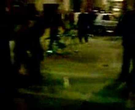 Femme Marocaine sous le choc détruit la voiture de son maride YouTube · Durée:  2 minutes 39 secondes