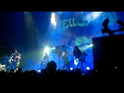 Helloween - Hold me in your arms (Live)