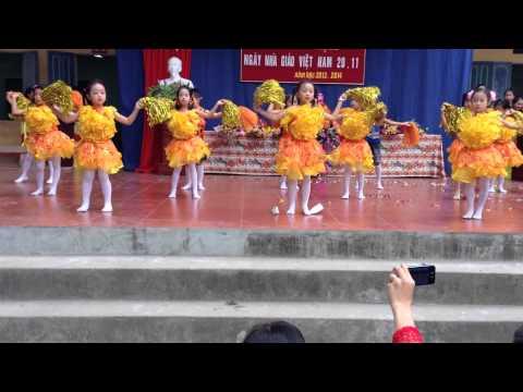 Múa dân vũ con cào cào  của lớp 1C Trường tiểu Học Tích Giang huyện Phúc Thọ tp Hà Nội