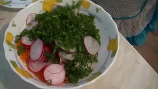 Салат из моркови и редиса.