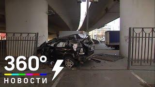 В Москве на Большой Тульской машина вылетела с моста и упала на парковку