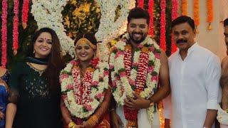 dileep-and-kavya-at-his-personal-costumer-venkit-39-s-wedding