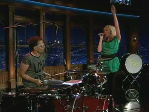 The Ting Tings Thats not my Name Live at Craig Ferguson 15-09-08