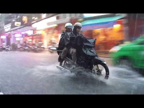 Vietnam - Ho Chi Minh City, huge storm