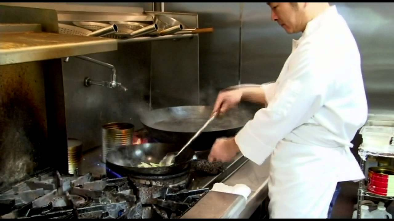 Chinese wok cooking king noodle house everett wa youtube for Cuisine wok