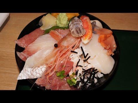 復興めし「閖上浜の心活 漁亭 浜や」の「海鮮ちらし」Chirashi-sushi topped with various Sashimi seafood.