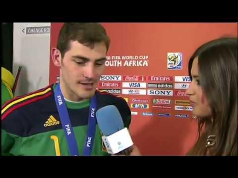 Iker Casillas besó a Sara Carbonero en plena entrevista