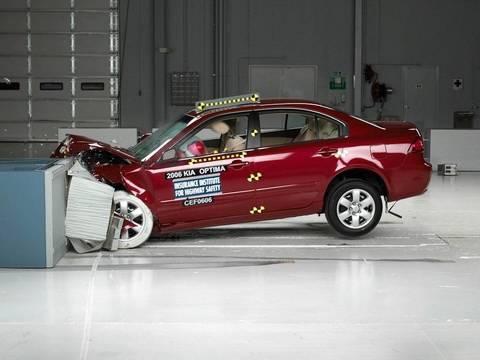 2006 Kia Optima moderate overlap test
