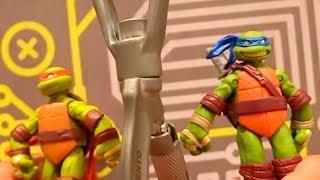 Черепашки Ниндзя и Джокер на скалодроме! Видео с игрушками .
