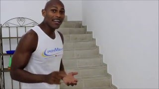 Chamas pernas subindo escadas em