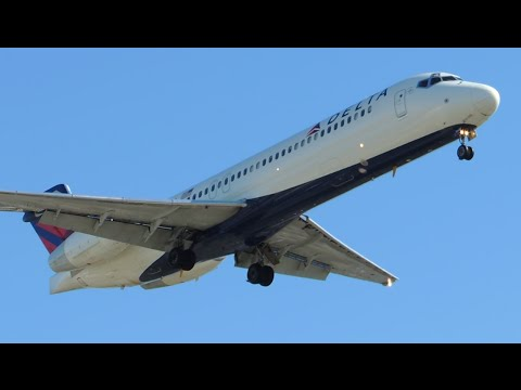 Delta Airlines Boeing 717-200 [N978AT] landing in LAX