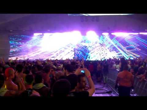 SKRILLEX drops Luadacris Move Bitch LIVE ElECTRIC ZOO 2011.MP4