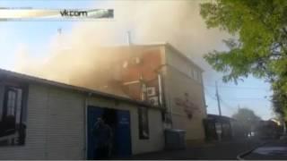 mp4Комплекс «Царские бани» горит в Краснодаре(В Краснодаре горит комплекс «Царские бани», более 50 человек эвакуированы. Об этом сообщает «Интерфакс»..., 2015-10-04T17:54:09.000Z)