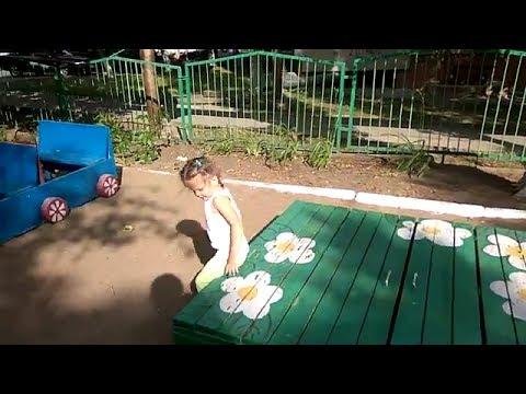 Алёнушка на прогулке в детском саду
