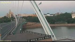 В Нур-Султане молодые люди залезли на арку моста ради видео в TikTok