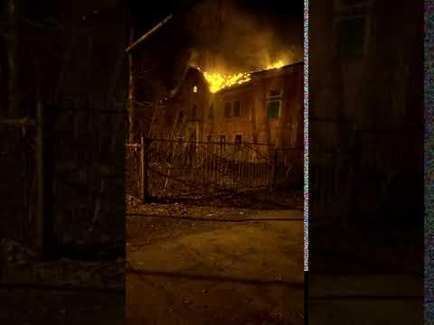 В Каменске-Уральском сгорело заброшенное здание. 21.04.2019 (2)