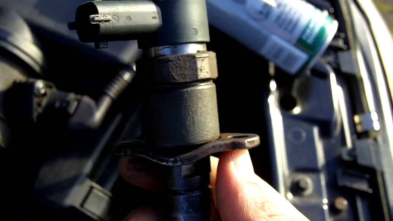 Fuel Injection Cleaner >> Diesel Injector Removal and Port Cleaning Volvo D5 - YouTube