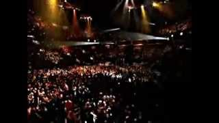 Rihanna - Is This Love.  Bob Marley (Live Manchester 2008)