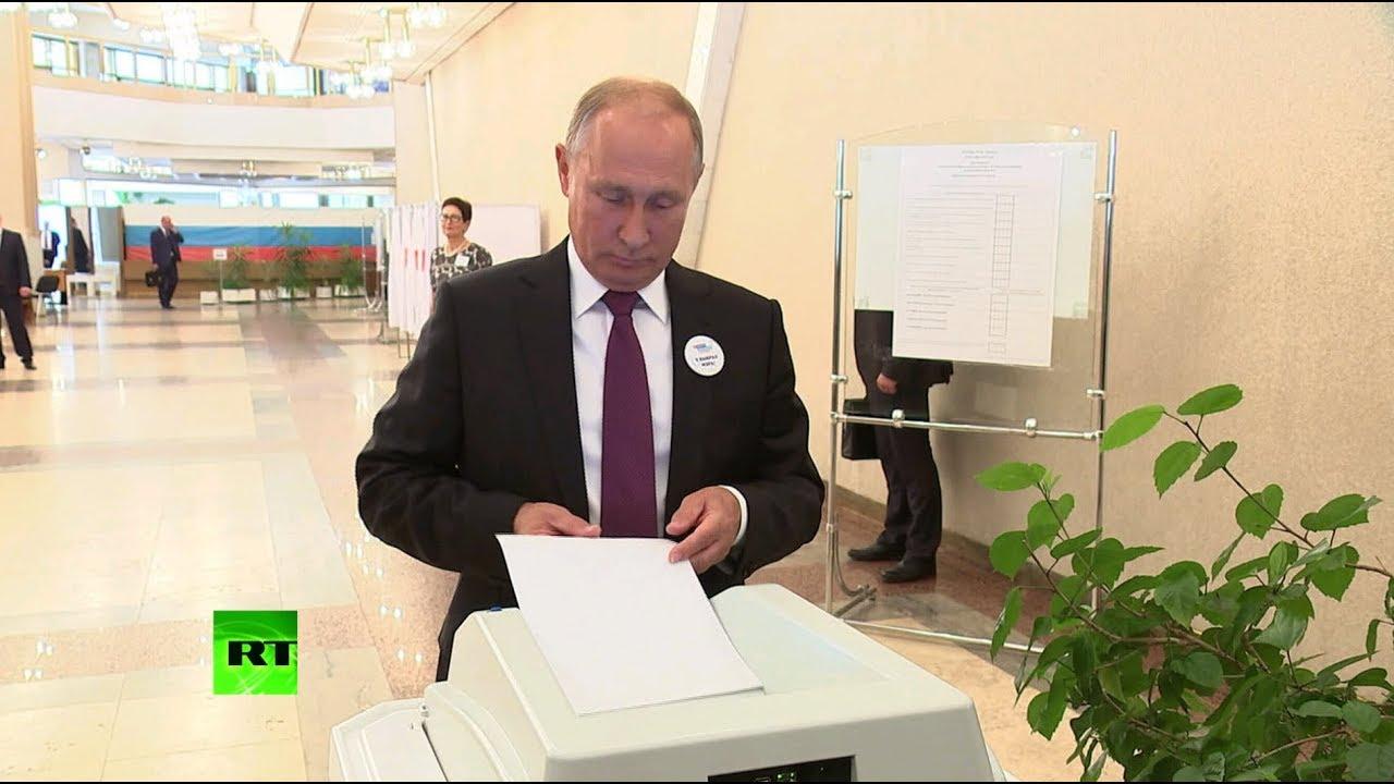 Путин поздравил Собянина с победой на выборах мэра Москвы