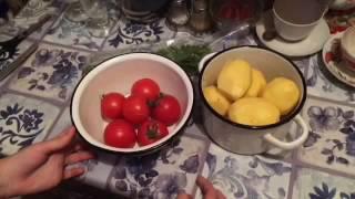 Варенный картофель с жаренными помидорами
