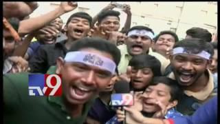 Mega Fans Chant Khaidi No 150 Mantra In Ap Theatres ! Tv9