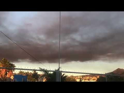 Incendio en tiradero de autos de San José del Cabo enorme columna de humo en el cielo