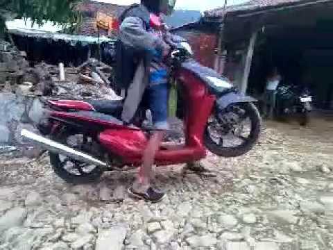 Motor ceper vs jalan batu