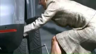 Неудачная замена колеса с неожиданным финалом. Шины для автомобилей(http://www.motorsvit.com.ua/katalog-shiny.html Каталог автомобильных шин . Купить автошины --- http://www.motorsvit.com.ua/shiny-goodyear.html Каталог.., 2014-10-25T11:56:21.000Z)