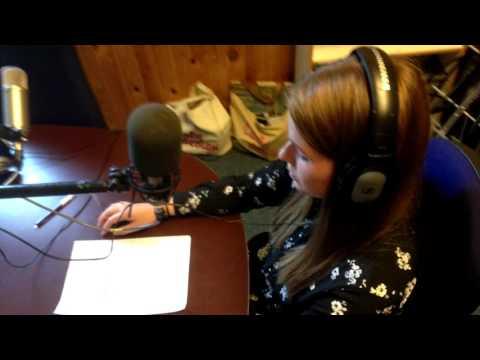 Jounalistlinjeelev Cecilie Als, Rønde Højskole læser i Radio Rønde