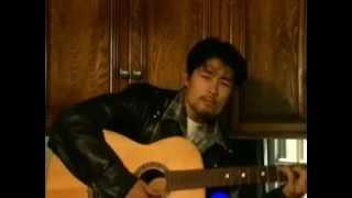 Johnny Tri Nguyen Đánh Đàn Đệm Hát