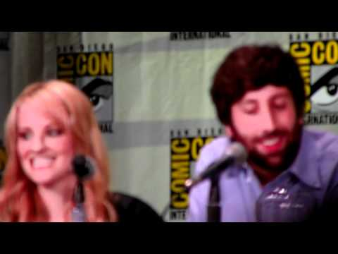 Simon Helberg and Melissa Rauch impersonate Howard's Mom from