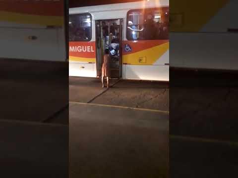 Cadeirante precisa de ajuda para usar transporte coletivo em Ilhéus; Assista 2