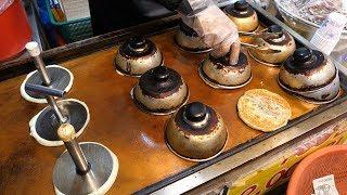 korean sweet pancake (hotteok) / korean street food