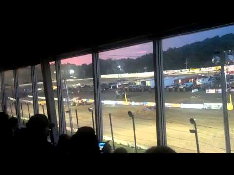 Grave Digger Vs Sonuva Digger Lebanon Valley Speedway