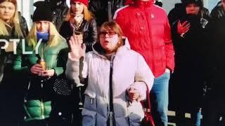 Жесть!!! Нет слов!!! Какая то больная на митинге в Кемерово