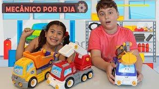 MARIA CLARA E JP BRINCANDO COM CAMINHÃO QUE MONTA E DESMONTA Pretend Play With Toy Mechanic for kids